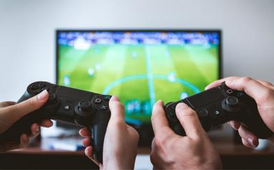 玩游戏赚钱的软件是不是真的?打游戏一天能赚个100左右吗?